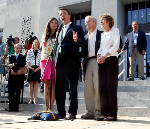 Federal Prosecutors Drop Case Against John Edwards