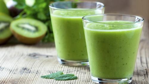 J.J. Smith's Cleansing Pineapple Spinach Smoothie