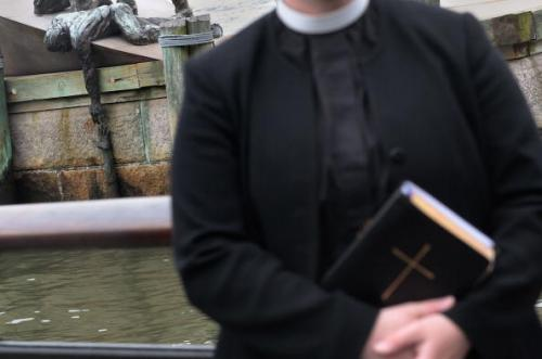 Lawsuit: Feds Retaliated Against Navy Chaplain For Holding Mass During Government Shutdown