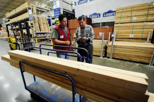 Lowe's To Hire 54,000 Workers For Spring Season