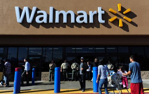 Wal-Mart Cuts Annual Profit, Revenue Outlook